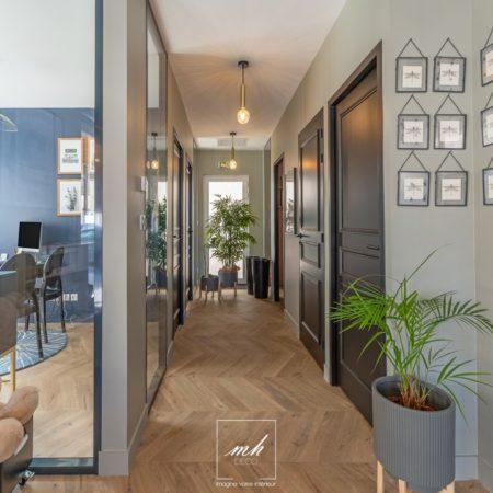 Aménagement intérieur d'une agence immobilière par MH DECO Bordeaux