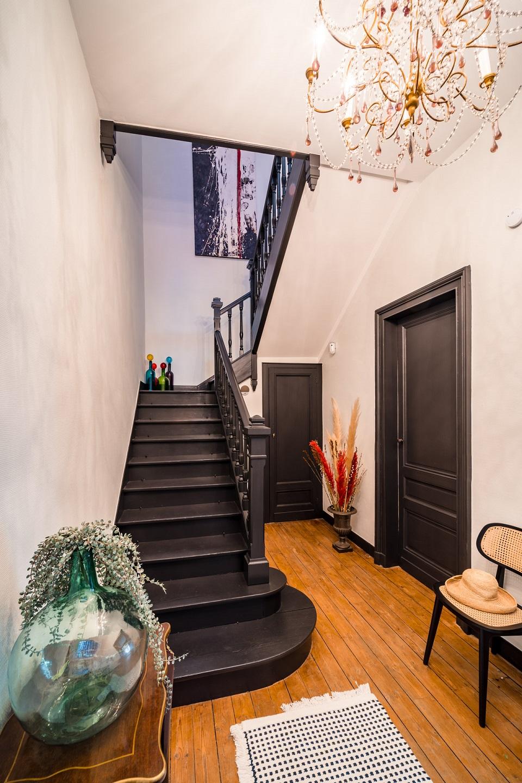 mh-deco-bordeaux-cage-escalier