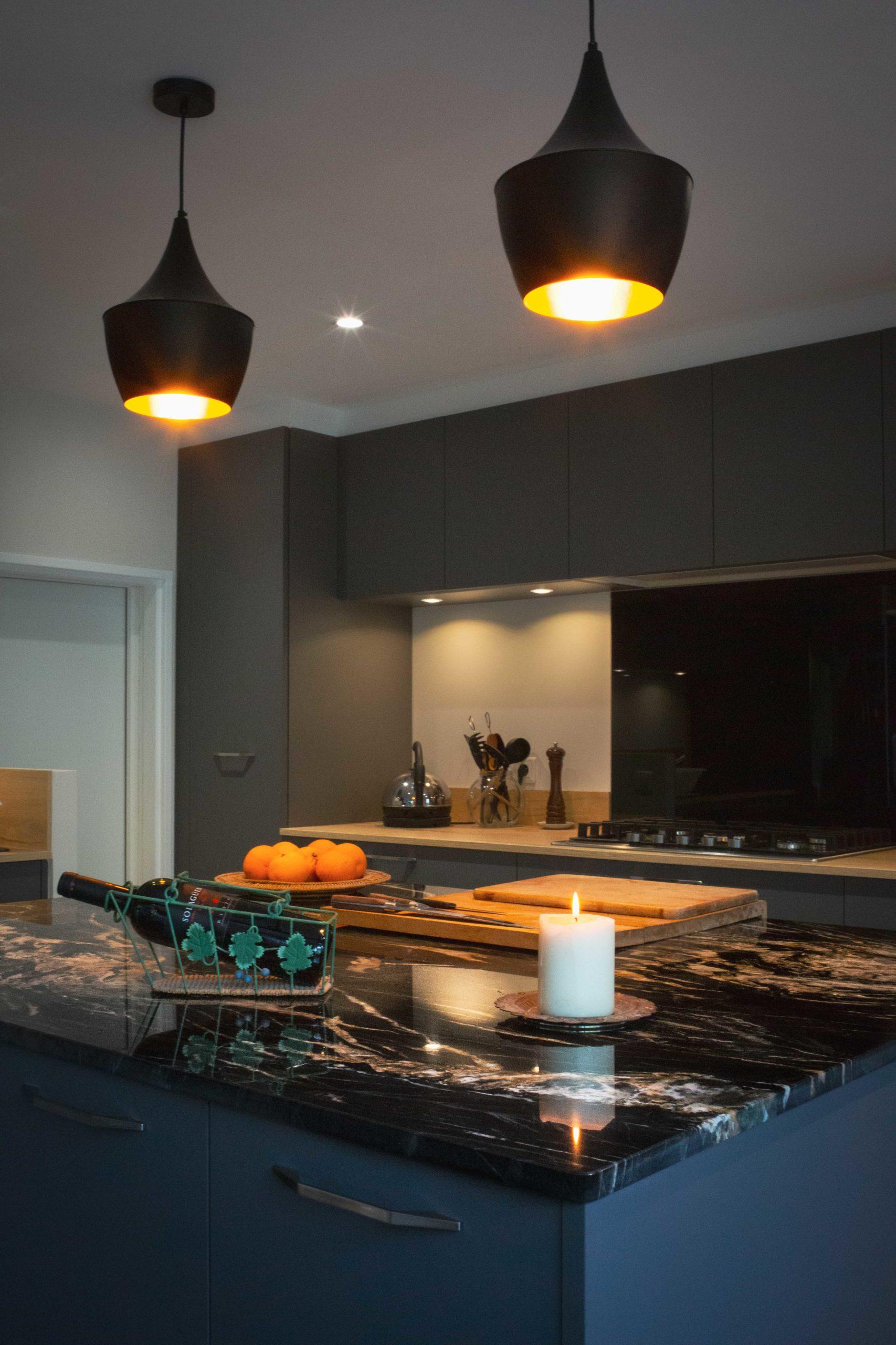 mh-deco-taverny-cuisine-granit-noir